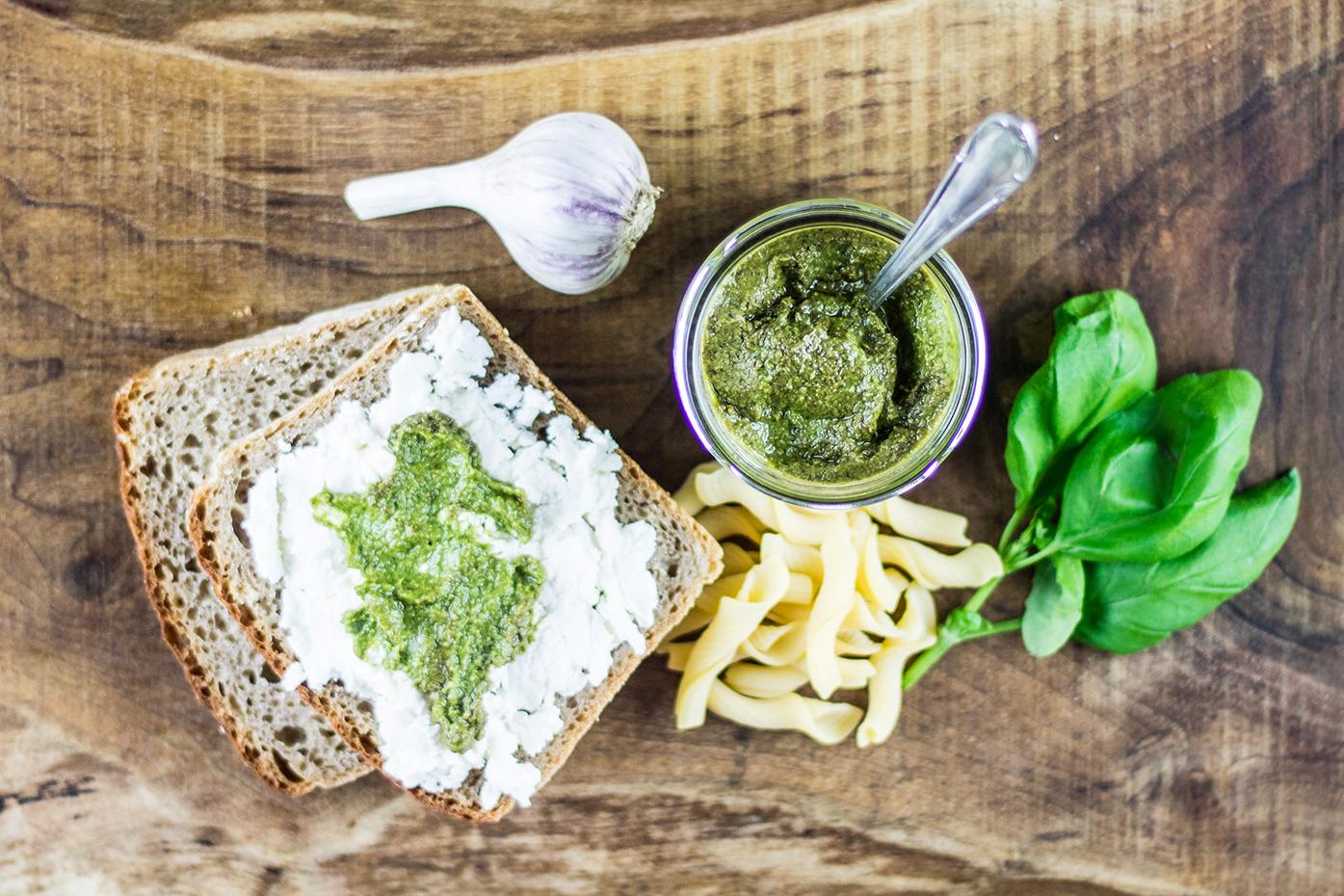bazalkové pesto herbiana bez chemie zdravá veganská snídaně