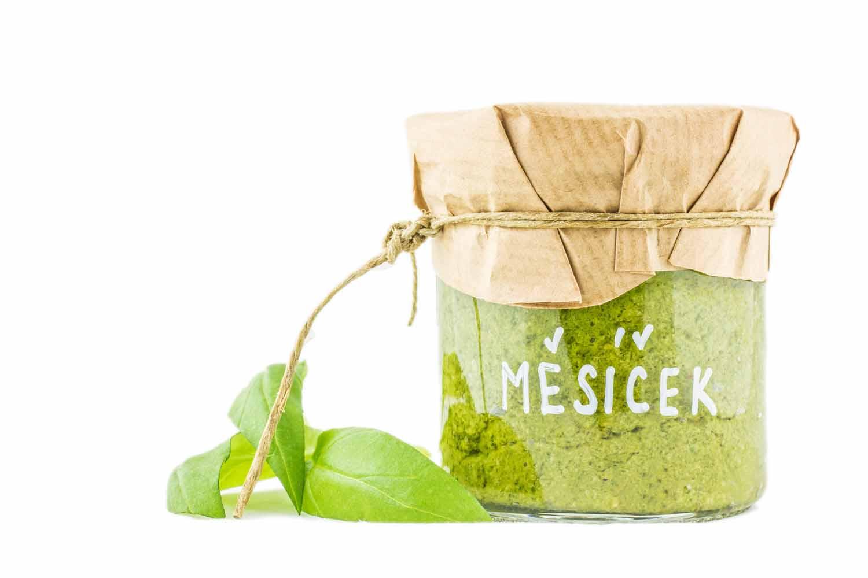 čerstvé bylinkové pesto z českého měsíčku od herbiany lehká vyvážená strava bez alergenů
