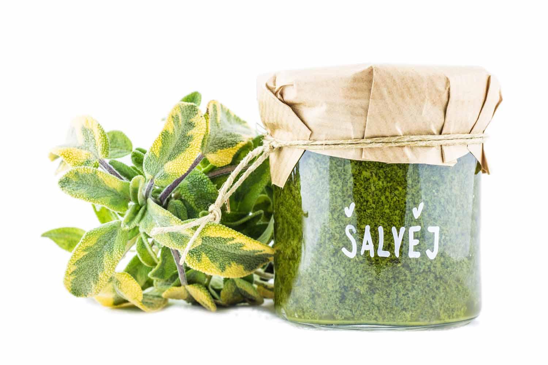 čerstvé bylinkové pesto ze šalvěje zdravý přírodní produkt bez chemie z převážně českých surovin vegan
