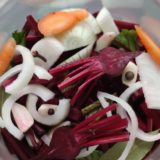 domácí fermentovaná řepa se zeleninou ve sklenici